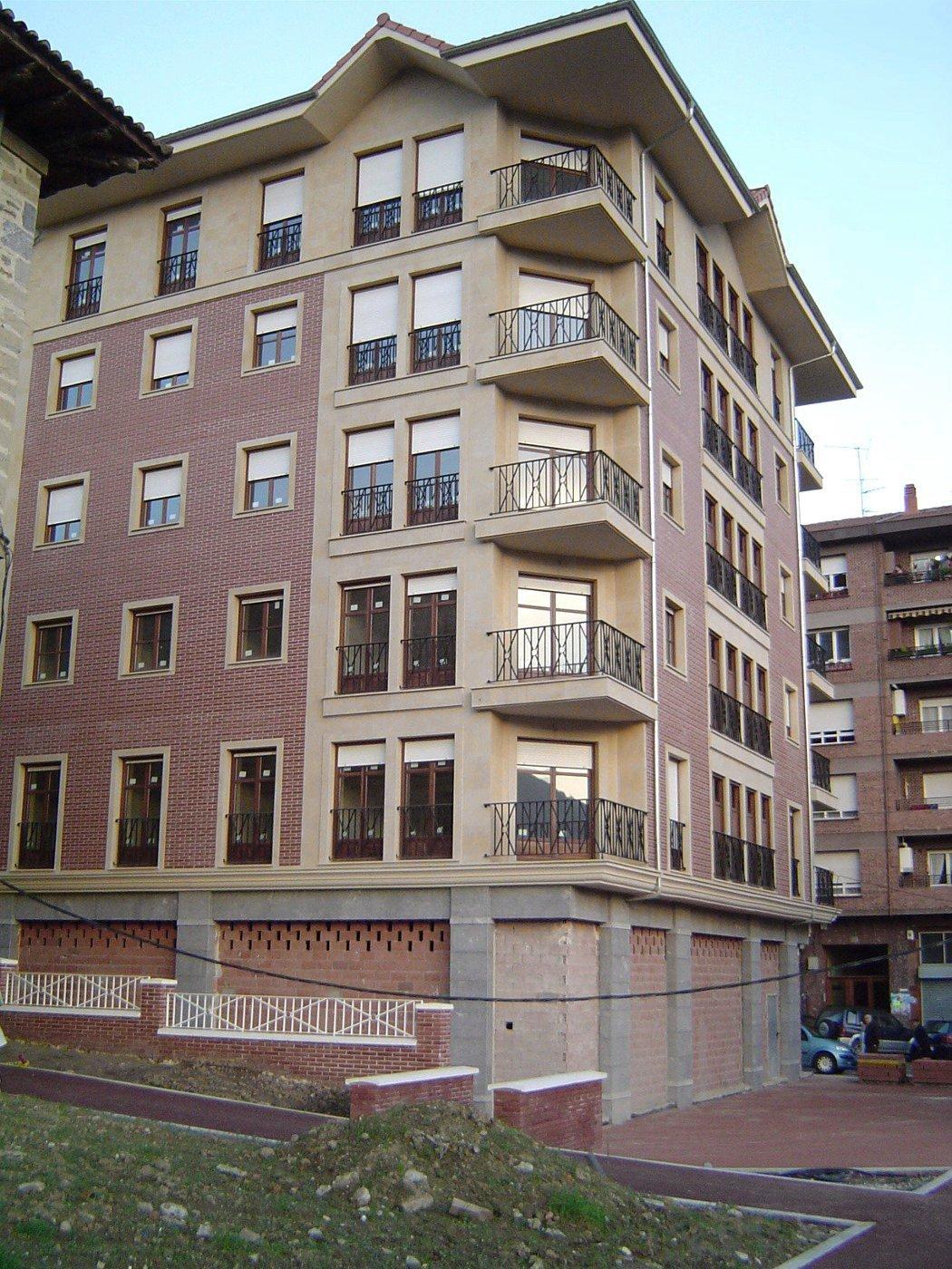 15 viviendas en Amurrio - Desde plazoleta