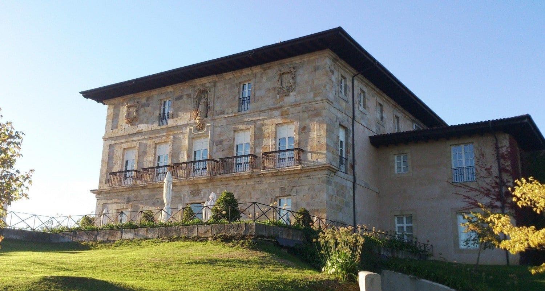 Hotel Palacio Urgoiti - El palacio al atardecer